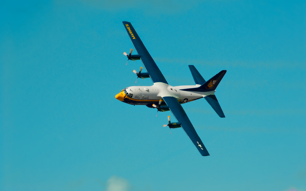 Fat Albert In Flight, Heeia Ahupuaa, Mcbh Kaneohe Bay, HI, US HD Wallpaper