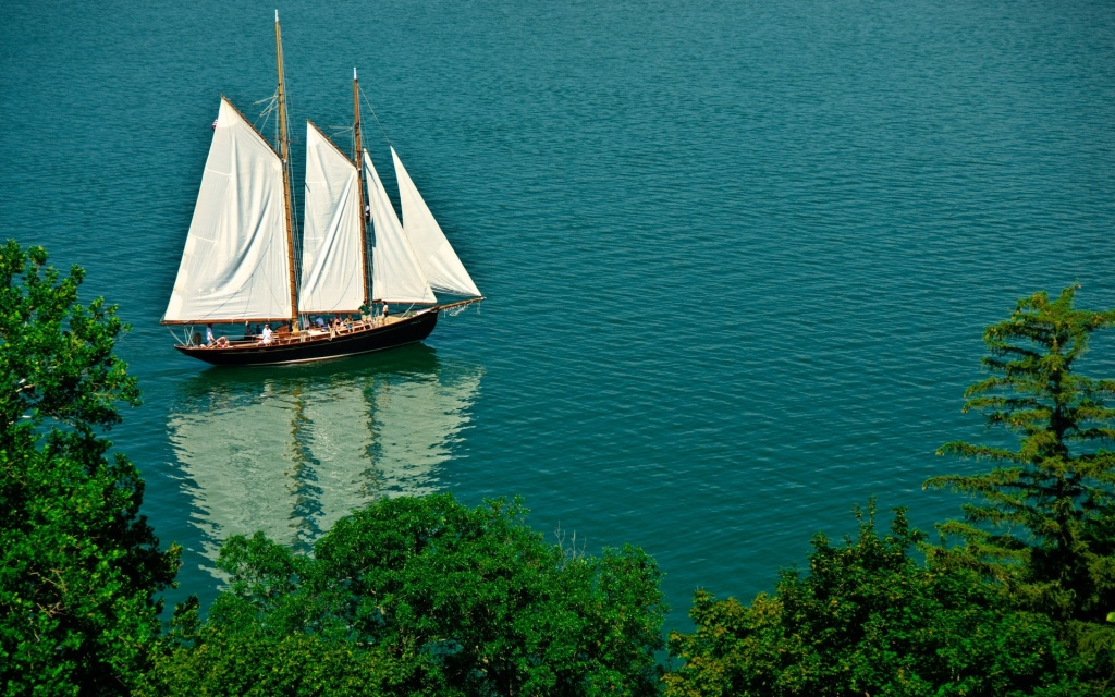 Sailing Boat HD Wallpaper