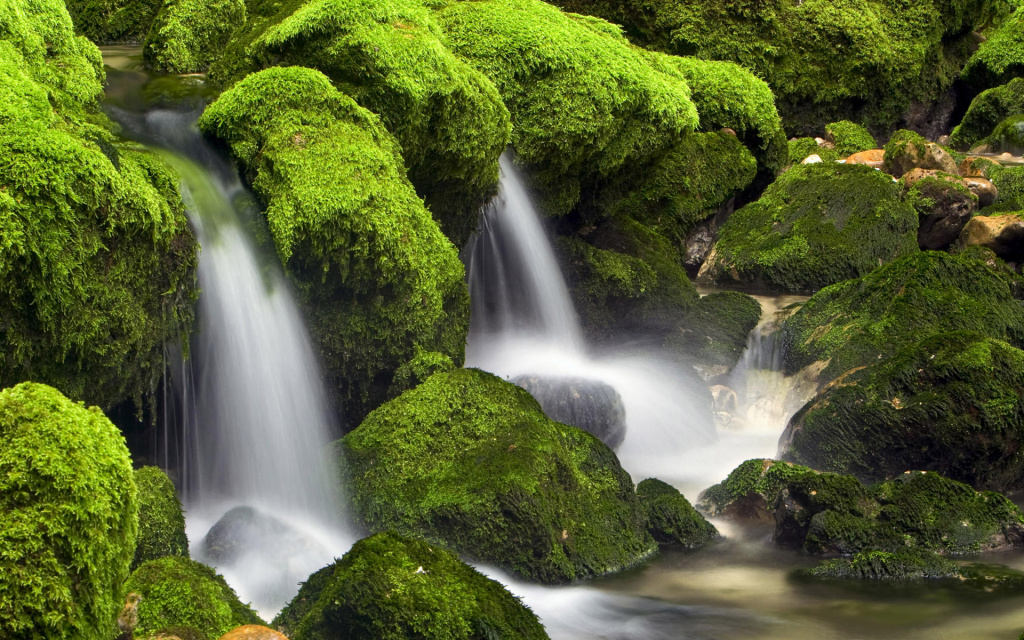 Small Waterfall HD Wallpaper