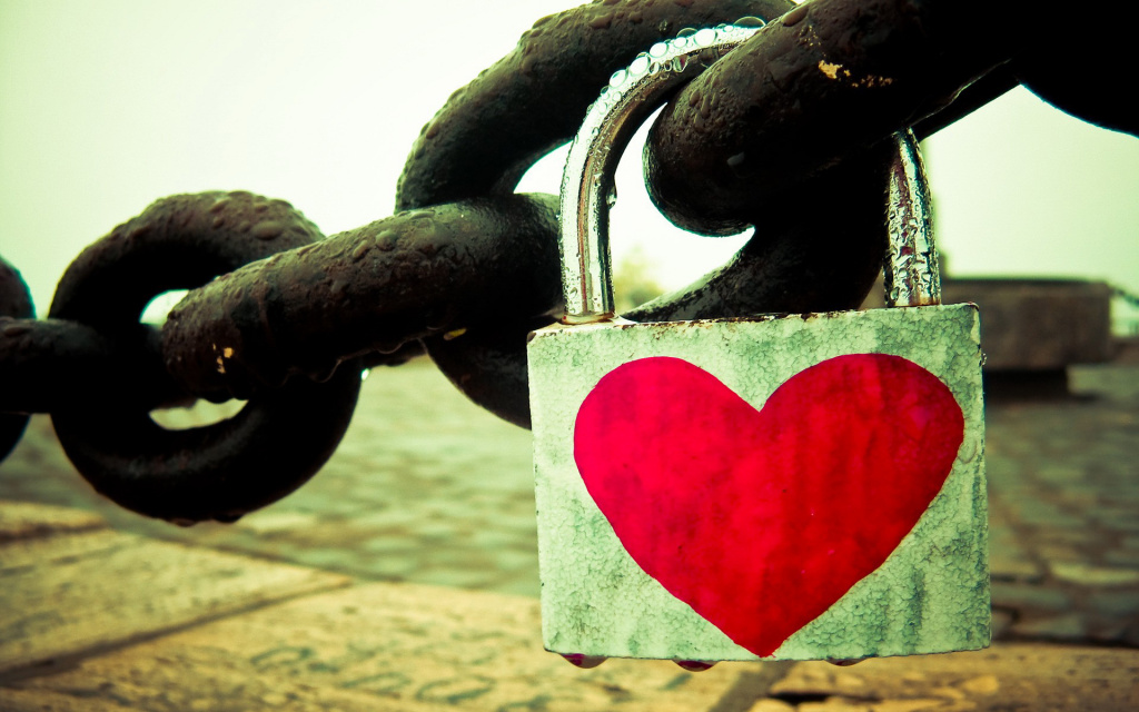 Heart Chain Lock HD Wallpaper